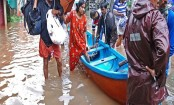People evacuated from rooftops after India floods kill 164