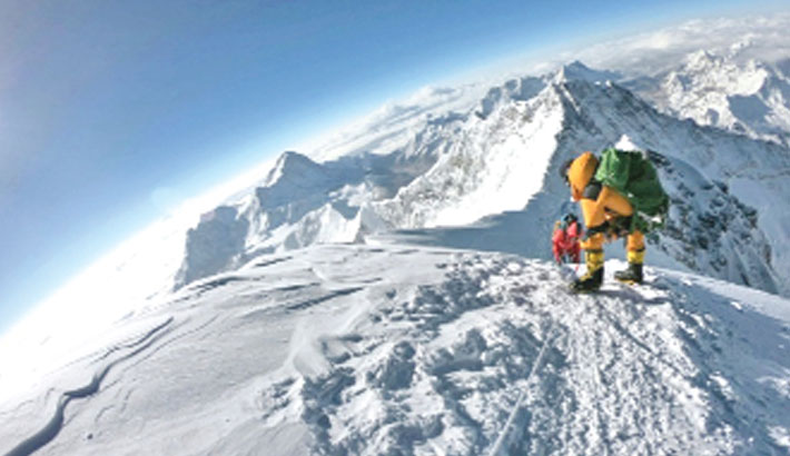 Record numbers summit Everest in 2018