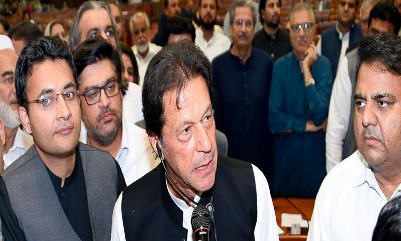 Pakistan's Imran Khan sworn in as prime minister