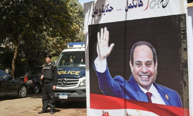 Egypt internet: Sisi ratifies law tightening control over websites