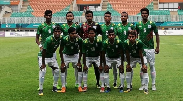 PM greets Bangladesh soccer team for beating Qatar in Asian Games