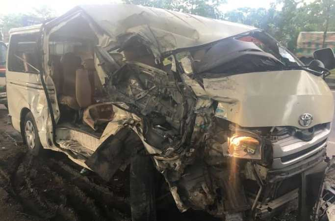 Truck-microbus collision kills 6 in Feni