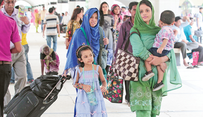Holidaymakers start returning to capital after Eid