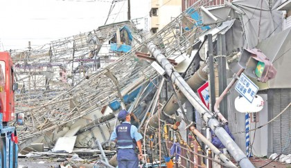 6 die after strong typhoon batters Japan
