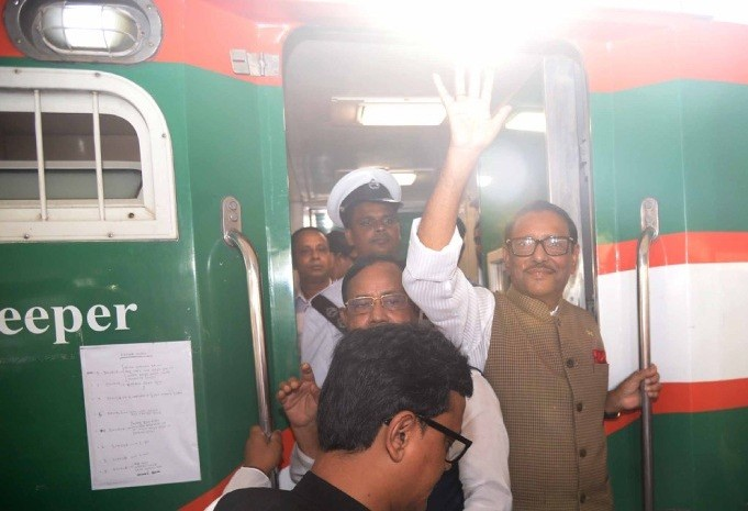 Awami League kicks off train tour as part of electioneering in northern districts