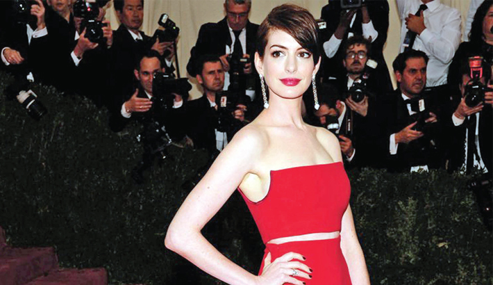 Anne Hathaway to receive human rights award