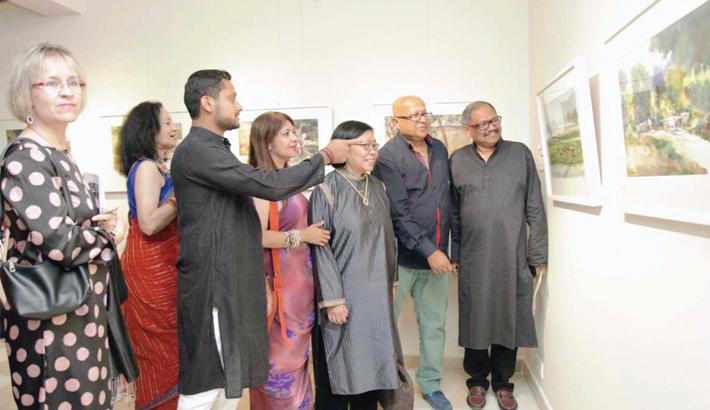 Art exhibition Mrinmoy Bangla begins in city
