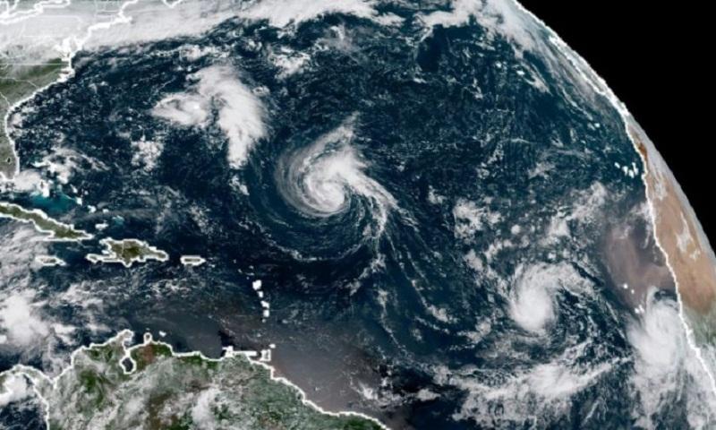 Hurricane Florence takes aim at US East Coast