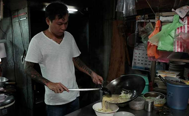 Taiwan ex-gangster turns chef, churns out noodles for the needy