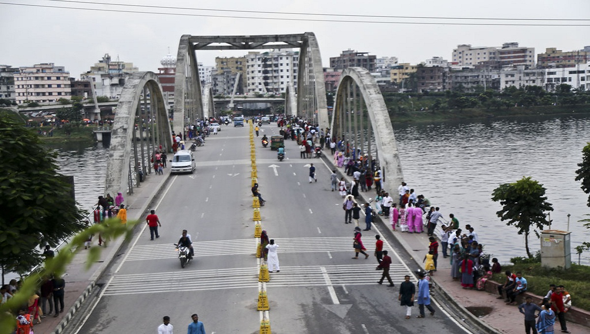 Remove illegal establishments from Hatirjheel in 7 days: High Court