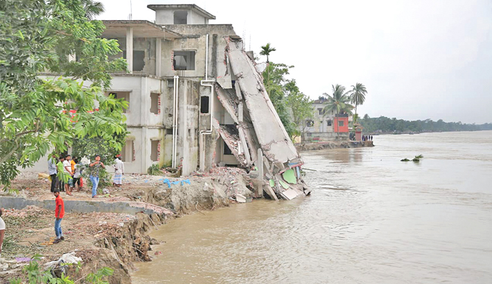 River erosion plays havoc in Naria