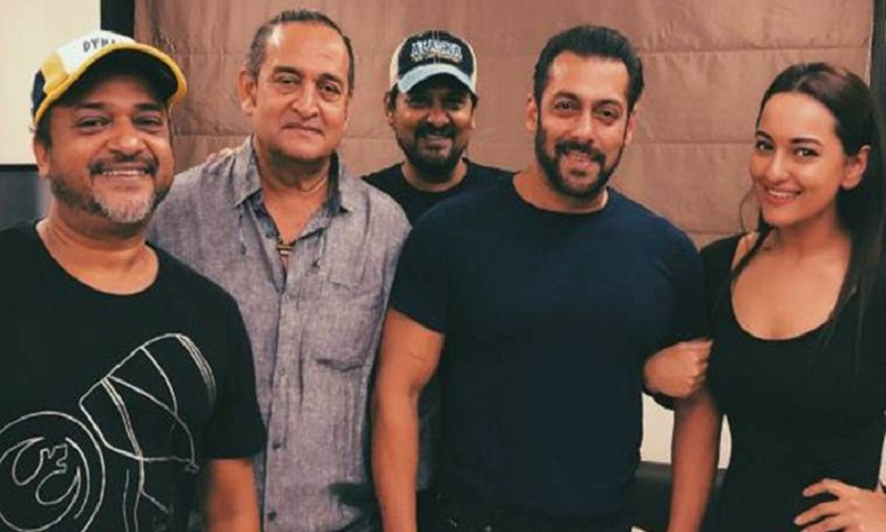 Salman Khan and Sonakshi Sinha announce third installment of Dabangg