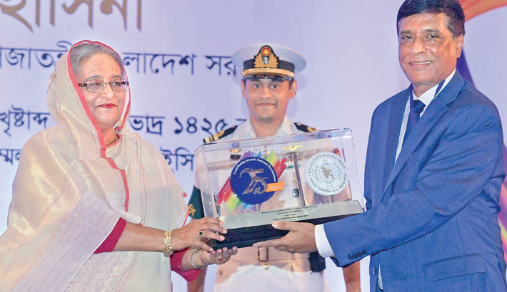 Prime Minister Sheikh Hasina receives a crest