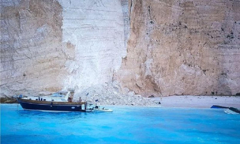 Cliff collapse on Greece's 'shipwreck beach' injures tourists