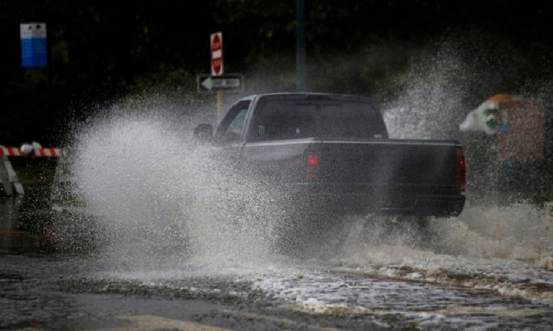 Hurricane Florence: 'Life-threatening' storm starts to lash US
