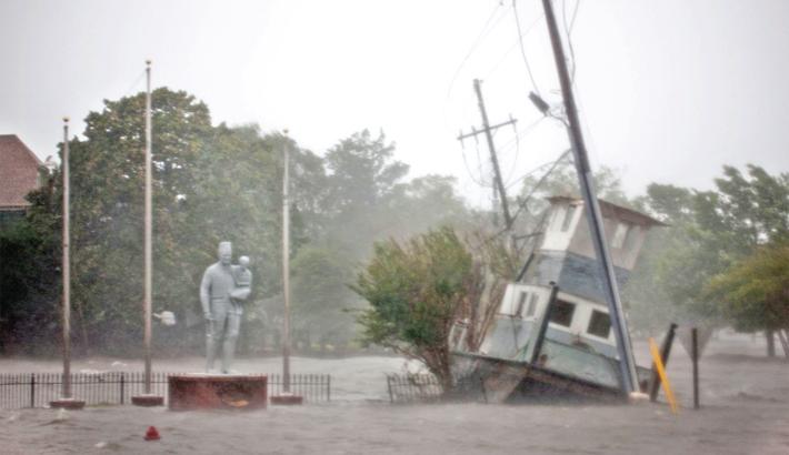 Florence unleashes 'catastrophic' floods on Carolinas