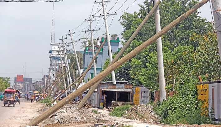 Support most of the tilted electric poles