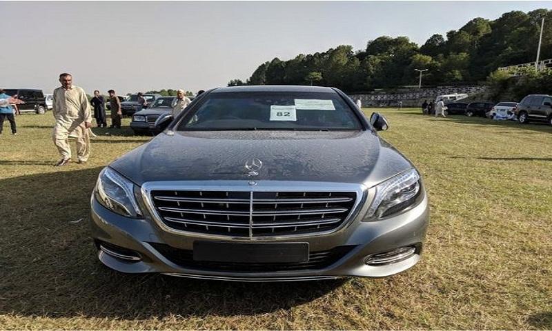 Pakistan bidders flock to PM Imran Khan's car auction