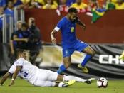 Amid criticism of theatrics, Klopp defends 'smart' Neymar