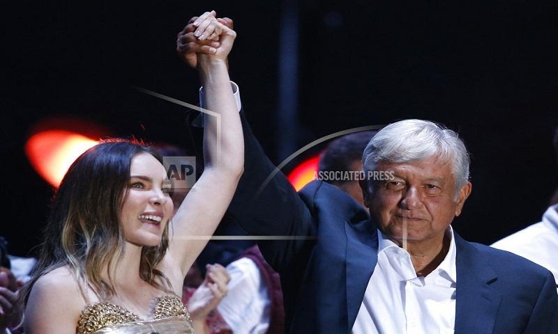 Singer Belinda hit for involvement in Mexican politics