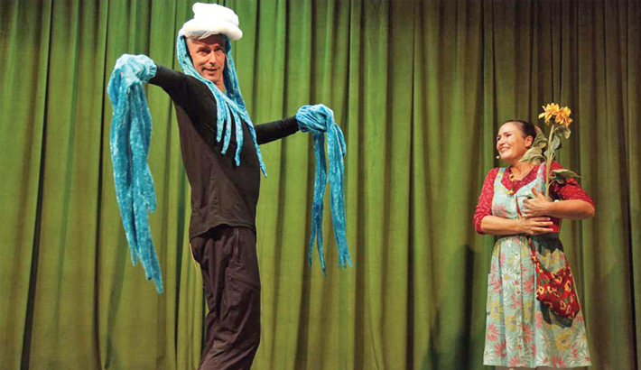 German Theatre Troupe Stages Play In Dhaka