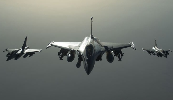 Hollande fuels Rafale fighter jet controversy in India