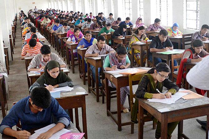 14 percent pass admission test for DU Kha unit