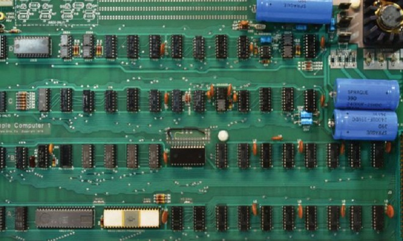Original working Apple-I computer fetches $375,000 at auction