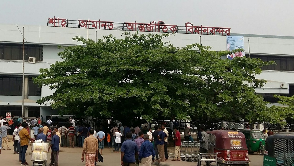 Biman passengers stage demo at Chattogram airport over schedule collapse