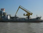 Lighterage vessel sinks in Bay