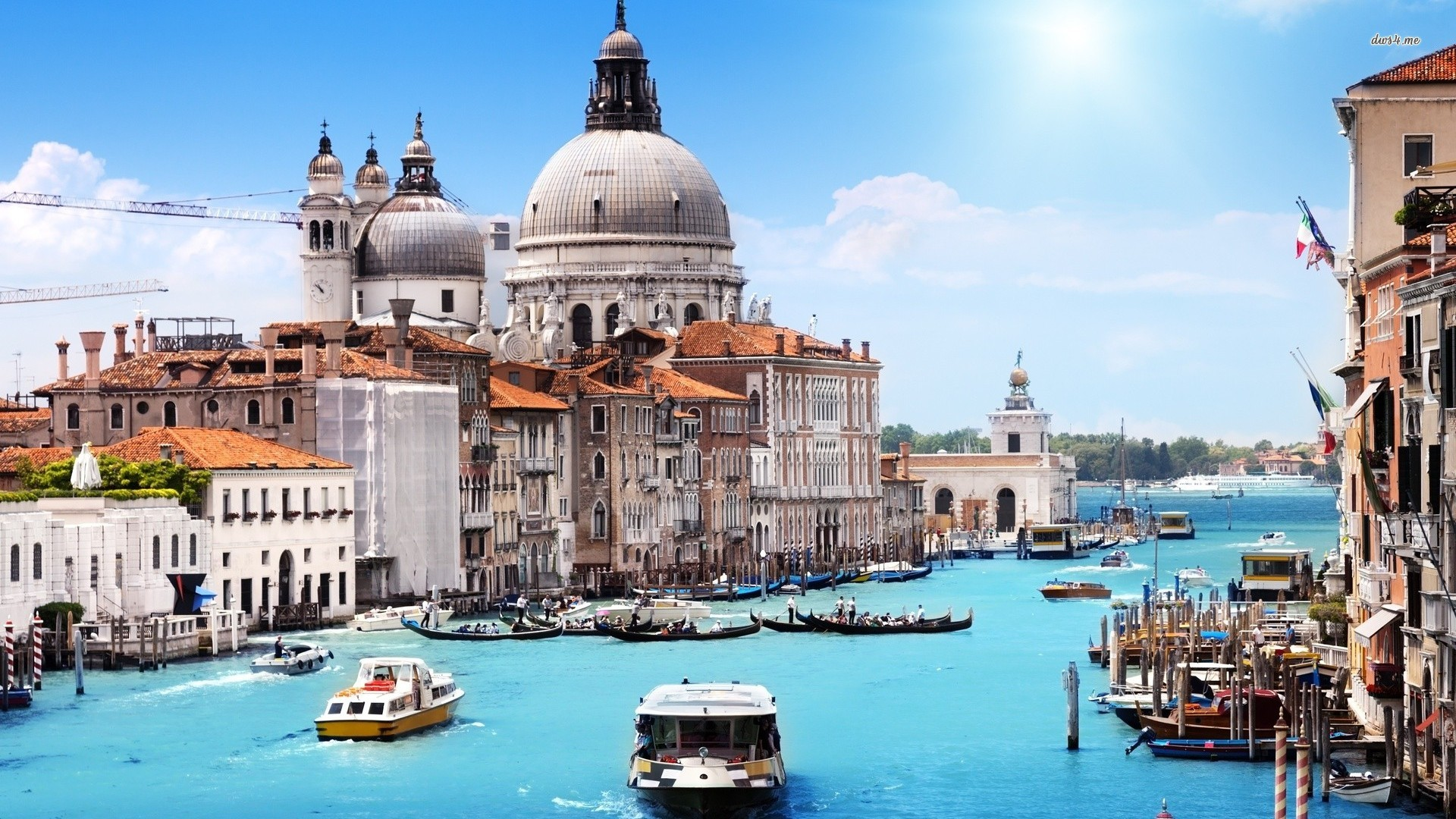 Venice may fine tourists for sitting at undesignated spots