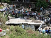 20 killed as overcrowded minibus falls into gorge in Kashmir