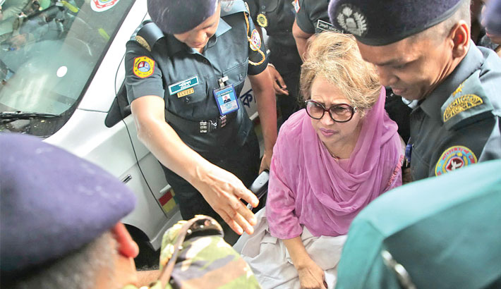 Khaleda finally  admitted to BSMMU