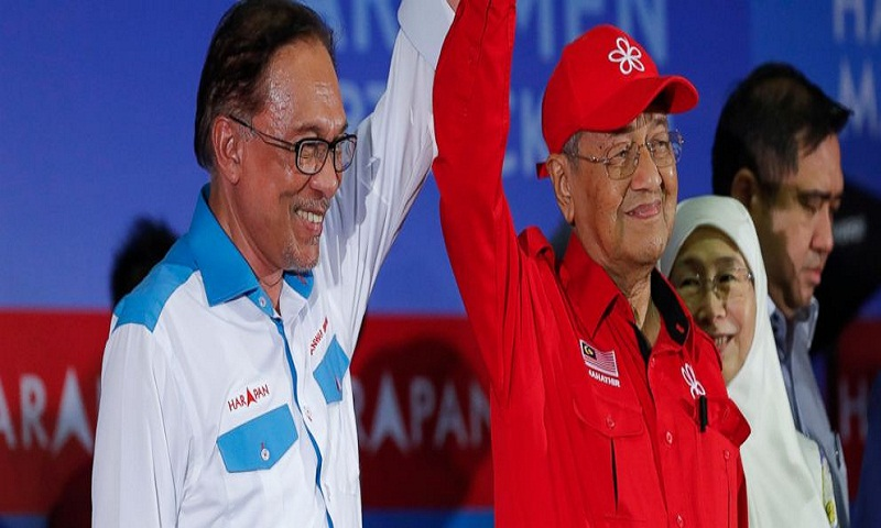 Malaysian PM Mahathir Mohamad rallies for successor and former foe Anwar