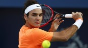 Federer makes shaky start to Shanghai defence