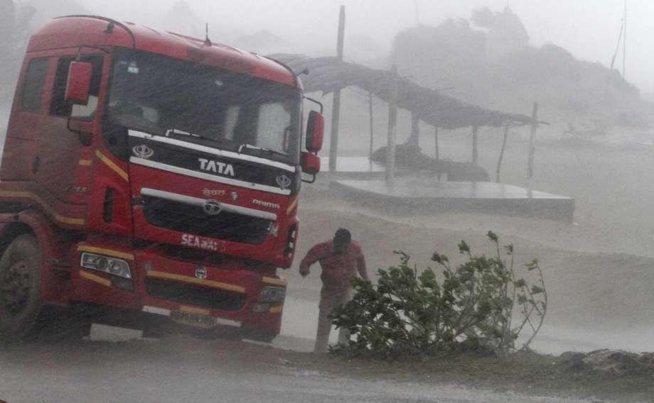 Severe cyclone hits eastern Indian coast; 8 killed