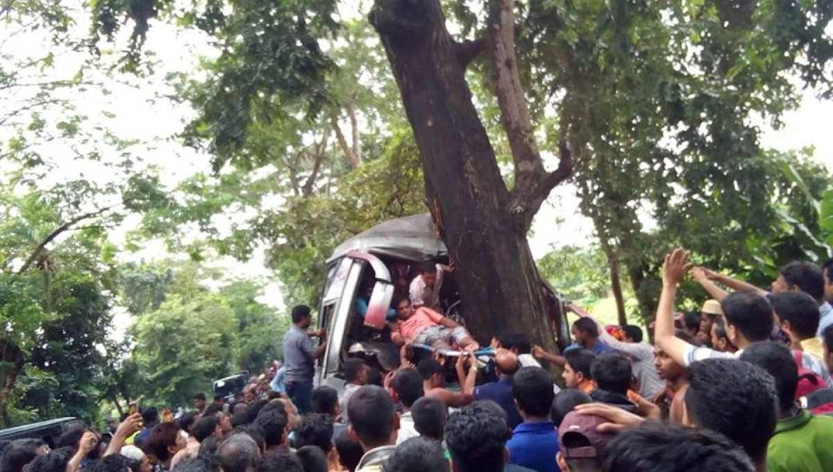 3 killed in Barishal road crash