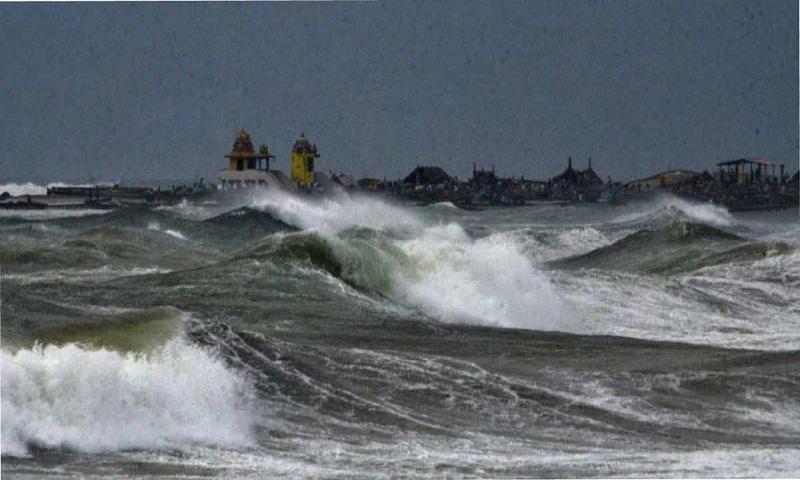 Cyclone 'Titli' hits eastern Indian coast with wind, rain