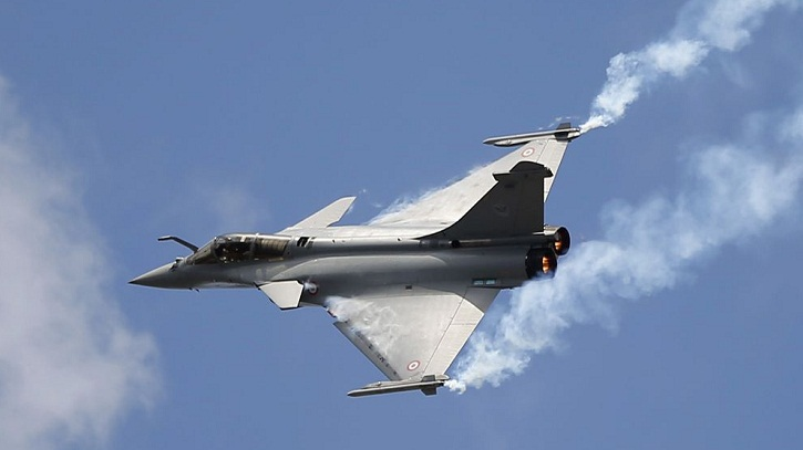Indian defense minister in Paris amid jet deal controversy
