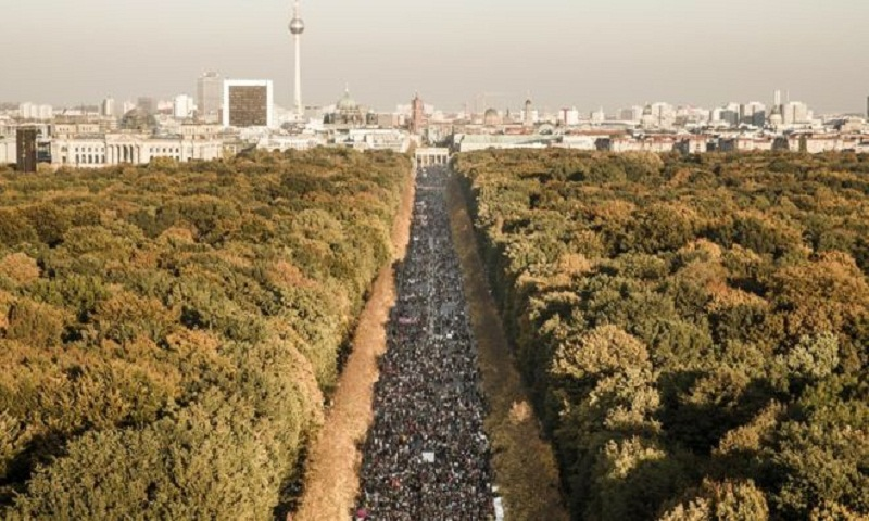 Germany protest: Tens of thousands march against far right