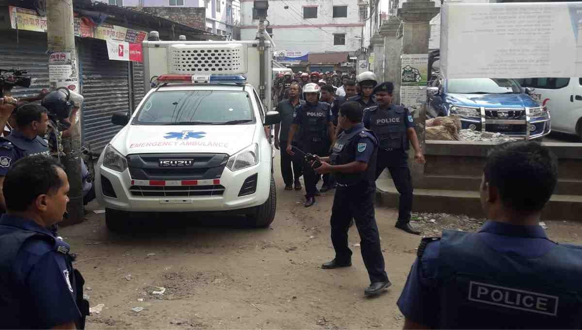 2 women 'militants' surrender at Narsingdi den
