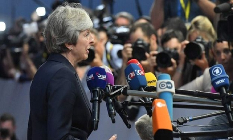 Brexit: UK 'may consider longer transition period'
