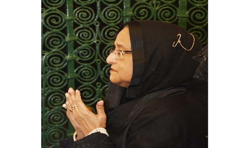 Prime Minster Hasina offers ziarat at Prophet (PBUH) at Masjid Al-Nabawi