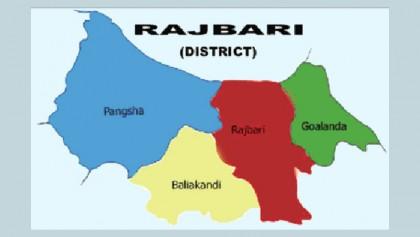 Train smashes into human-hauler in Rajbari; 3 dead