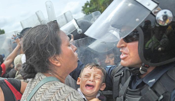 Migrant caravan halted on Guatemala-Mexico border