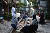 Hanoi's colonial-era railway doubles as selfie hotspot