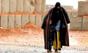 Syria war: UN convoy reaches Rukban desert camp