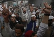 Pakistan arrests 150 over violence at blasphemy protests