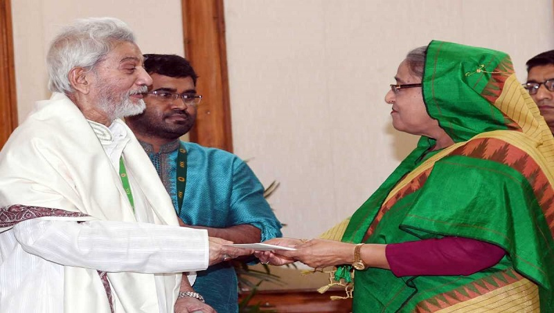 PM stands by actor Prabir Mitra, actress Nutan and singer Kuddus Boyati
