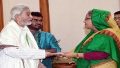 PM stands by actor Prabir Mitra, actress Nutan and singer Kuddus Boyati